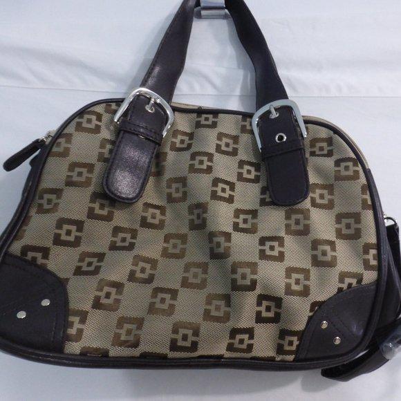 Brown handbag with snap fastener, removable handle